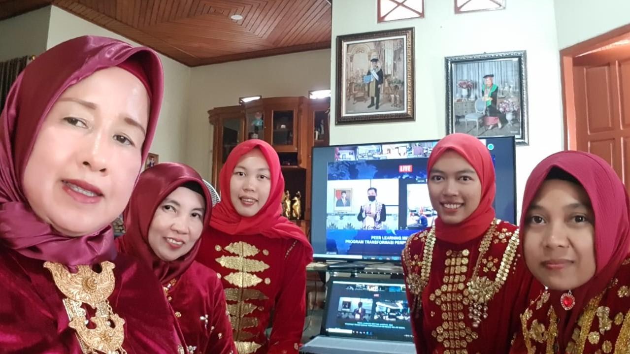 Penuh Dedikasi, Srigusti Sabana Fasilitasi Virtual Meeting 4 Perpustakaan Desa dari Rumahnya.